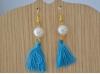Boucles d'Oreille avec pompon turquoise et perle blanche