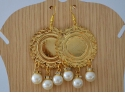 Golden circle earrings and white pearls